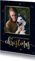 Donkere kerstkaart sterren en foto in gouden kader
