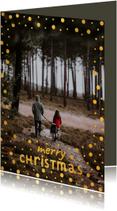 Kerstkaart met gouden confetti kader en speelse typografie