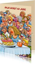 Leuke verjaardagskaart  met vrouw die een taart omver blaast