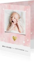 Lief geboortekaartje met waterverf achtergrond en hartjes