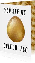 Paaskaart met een glanzend gouden low poly paasei