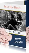 Save the Date kaart in navyblue en goud, met roos en foto