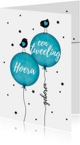 Felicitatiekaarten - Tweeling jongens vogeltjes op ballon