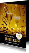 Uitnodiging jubileum champagne en slingers binnen eigen foto