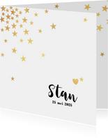 Geboortekaart met goudkleurige sterren en een hartje