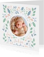 Geboortekaartje met geïllustreerde bloemen meisje