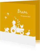 Geboortekaartje met jongetje op trekker en boerderijdieren