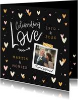 Jubileumkaart hip met hartjes, confetti en foto