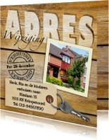 Leuke adreswijziging met sleutel, hout en eigen foto