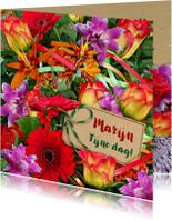 Mooie bloemenkaart bos bloemen met oa rozen en takjes