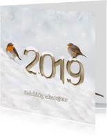 Nieuwjaar cijfers van hout in de sneeuw
