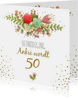 Uitnodiging met grafische bloemen en gouden accenten