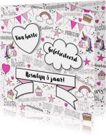 Verjaardag feestelijke kaart handletteringstijl met unicorns