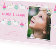 Kinderfeestje kaart met feestende unicorns en foto