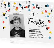 Kinderfeestje uitnodiging jongen confetti zwart-wit