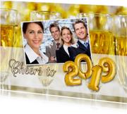 Nieuwjaarskaart Cheers to 2019 champagne ballonnen goud