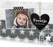 Uitnodiging kinderfeestje foto jongen hartje hout