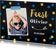 Uitnodiging kinderfeestje jongen confetti foto