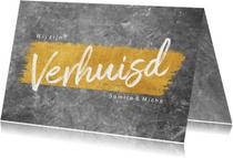 Stijlvolle verhuiskaart met beton en goudlook en typografie