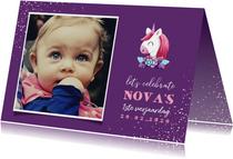 Uitnodiging kinderfeestje grote foto met unicorn en confetti