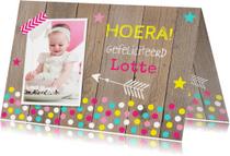 Verjaardagskaart foto meisje confetti hout
