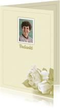 Rouwkaarten - Bedankkaart witte roosjes op lichte ondergrond