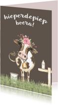 Verjaardagskaarten - Jarigkaart met koe in de wei met bloementooi