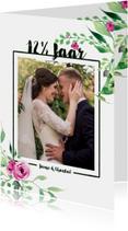 Jubileumkaarten - Jubileumkaart staand Stijlvol wit met bloemen