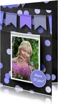Verjaardagskaarten - Verjaardagskaart hangende foto op krijtbord