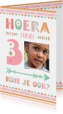 Kinderfeestje uitnodiging 3 jaar tribal stijl meisje