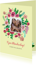 Moederdag kaart, een bouquet met een foto