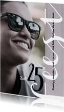 Uitnodiging 25ste verjaardag met leuke typografie
