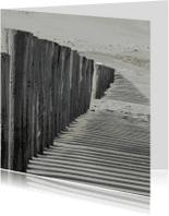 Condoleancekaarten - 4K strandpalen werpen een schaduw