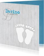 Geboortekaartjes - Footprints op hout jongen