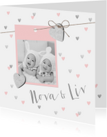 Geboortekaartjes - Geboortekaartje tweeling hartjes en foto roze