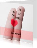 Trouwkaarten - Just married fingers grappig