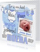 Geboortekaartjes - Leuke geboortekaart voor jongen met waslijn, sokjes en foto