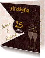 Jubileumkaarten - Leuke uitnodiging met goudkleurige teksten