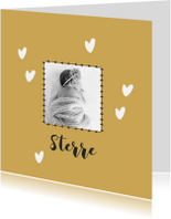 Geboortekaartjes - Lief geboortekaartje met foto en okergele achtergrond
