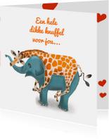 Liefde kaarten - Liefdes- of zomaar-kaart met giraffe die olifant knuffelt