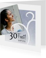 Uitnodigingen - Moderne uitnodiging met foto en sierlijke slinger
