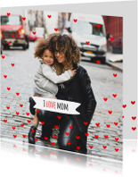 Moederdagkaart rode hartjes mom
