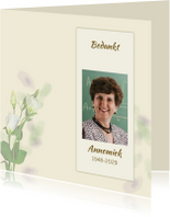 Rouwkaarten - Mooie bedankkaart met zachte bloemen en eigen foto