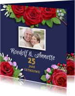 Jubileumkaarten - Mooie uitnodiging rozen op blauwe achtergrond met foto