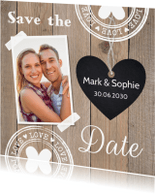 Trouwkaarten - Save the Date kaart foto houtlook