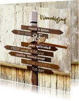 Jubileumkaarten - Trendy uitnodiging wegwijzer hout