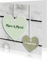 Trouwkaarten - Trouwen harten hout mint
