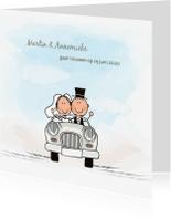 Trouwkaarten - Trouwkaart bruidspaar in trouwauto