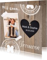 Trouwkaarten - Trouwkaart foto hout stempels