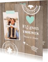Trouwkaarten - Trouwkaart hout hartje mint